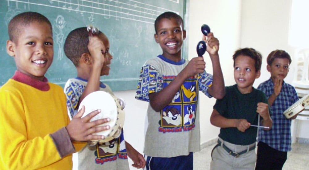 Musikinstrumente für das Kinderdorf Las Palmas