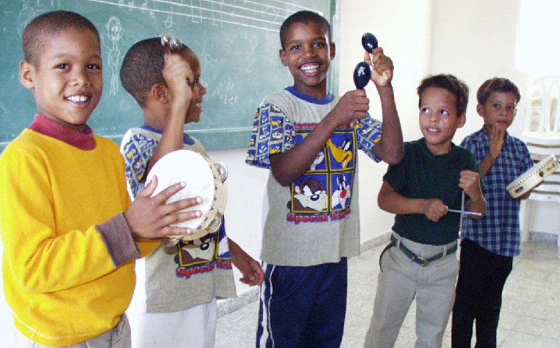 musikalischer Bildung im CFI Kinderdorf Las Palmas in der DomRep
